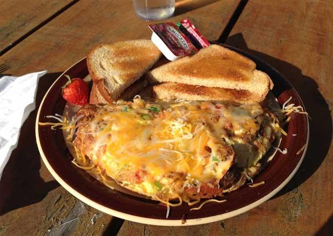veggie omelet at the Hillside House